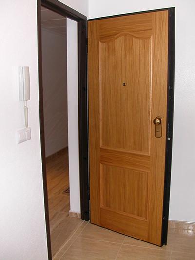 Apertura de puertas en barcelona cerrajeros en la ciudad for Puertas para pisos